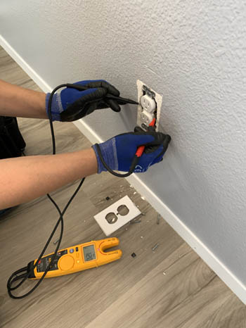 This picture shows an outlet and electrical repair in Pasadena