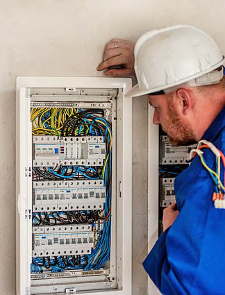 this picture shows an electrician doing a home electrical surge protection in Pasadena, CA.